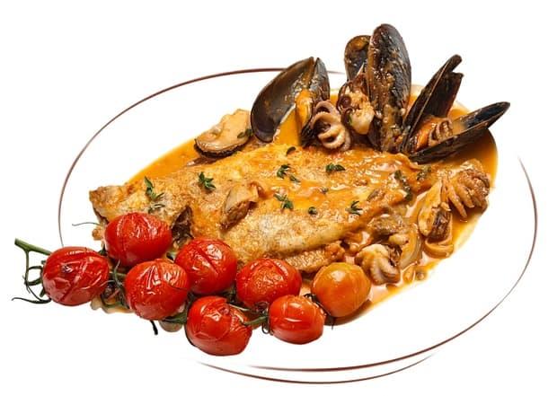 Камбала с морепродуктами